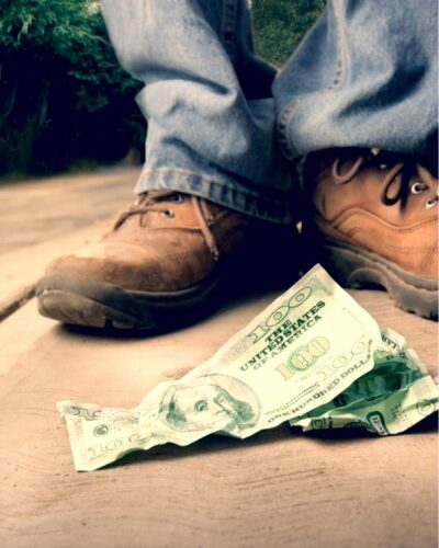what-does-it-mean-when-you-dream-about-finding-money?